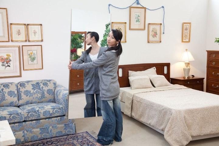寝室に置いた割れない鏡